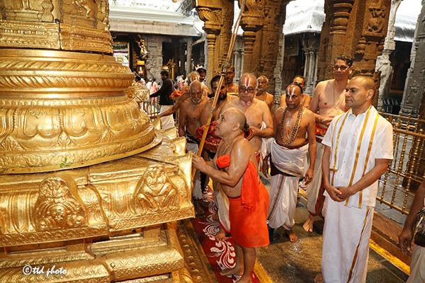 CHIEF PONTIFF OF SRI RANGAM SRIMATH ANDAVAN ASHRAMAM3