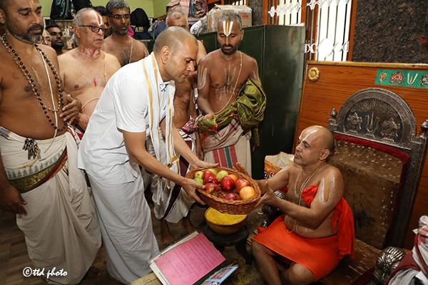 CHIEF PONTIFF OF SRI RANGAM SRIMATH ANDAVAN ASHRAMAM5