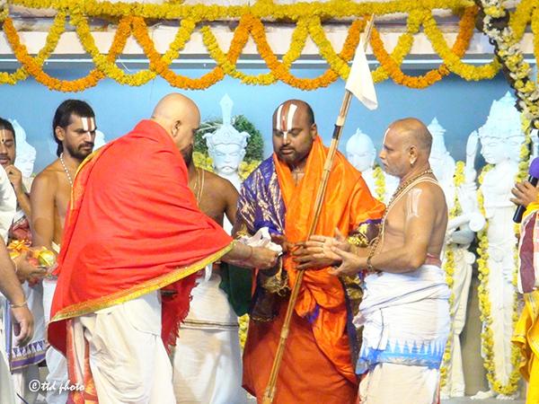 Sri Sri Tridandi Ahobila Ramanuja Chinna Jiyar Swamy3