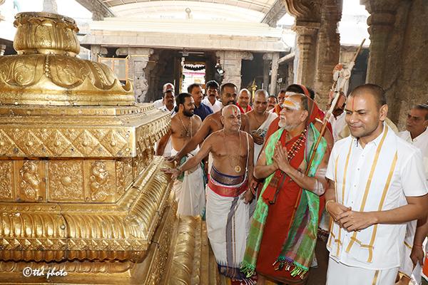 Vizag Sharada Peetham Pontif Sri Sri Sri Swaroopanandendra swamy3