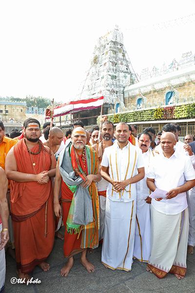 Vizag Sharada Peetham Pontif Sri Sri Sri Swaroopanandendra swamy6