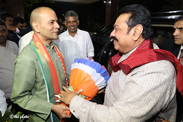 SRI LANKA PM SRI MAHINDA RAJAPAKSA RECEIVED BY TTD EO AND ADDL EO1