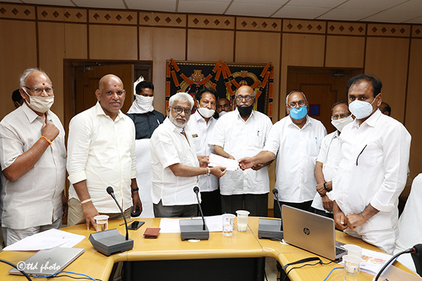 TTD PENSIONERS CONTRIBUTE TO CMRF