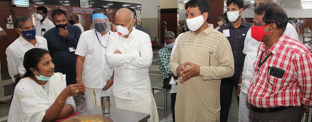 Endowment Minister Inspection of Annaprsadam 7WEB