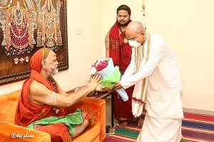 TTD CHAIRMAN TTD EO ADDL EO met HH Jagadguru Sankaracharya Sri Sri Sri Swaroopanandendra Saraswathi Maha Swamiji Visakha Sarada Peetam