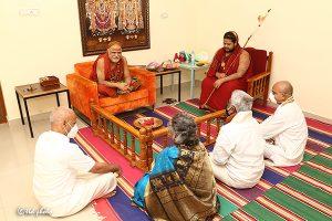 TTD CHAIRMAN TTD EO ADDL EO met HH Jagadguru Sankaracharya Sri Sri Sri Swaroopanandendra Saraswathi Maha Swamiji Visakha Sarada Peetam2