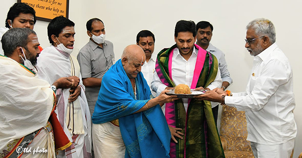CM GETS SRIVARI BLESSINGS ON HIS BIRTHDAY1