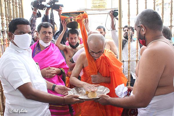 HHSRI SRI VIDYESHA TEERTHA SRIPADU PEETADHIPATHI BHANDARAKERI MATHA UDIPI VISIT TO TML.2jpg