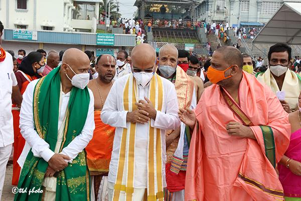 Pontiff of Mantralaya Sri Raghavendra Swamy Mutt2
