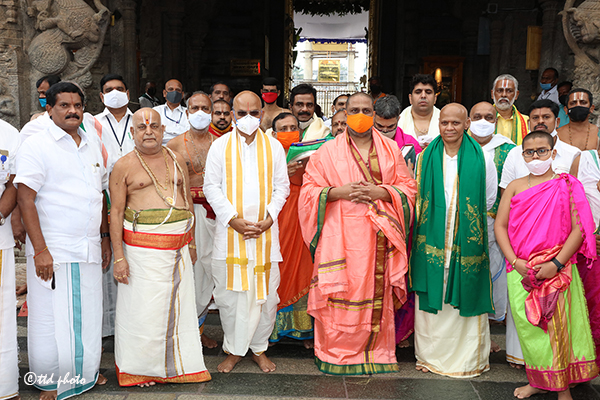 Pontiff of Mantralaya Sri Raghavendra Swamy Mutt3