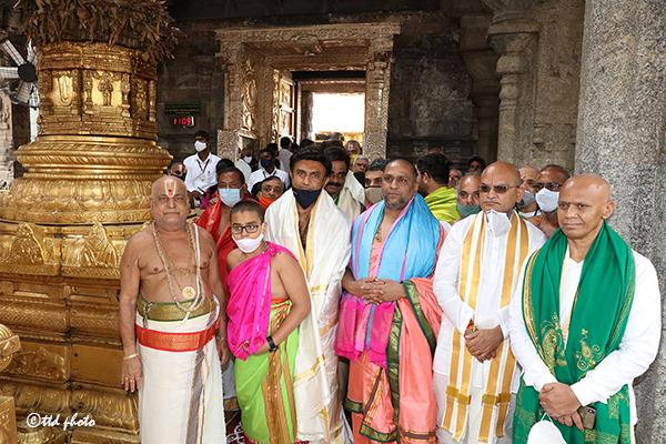 Pontiff of Mantralaya Sri Raghavendra Swamy Mutt4