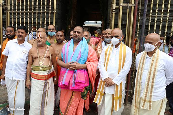 Pontiff of Mantralaya Sri Raghavendra Swamy Mutt6