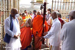 Sri Vidhya Shreesha Teertha Swamiji Peetadhipathi of Sri Vyasaraja Mutt6g