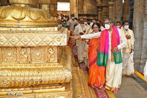 CJI OFFERS PRAYERS IN TIRUMALA TEMPLE3