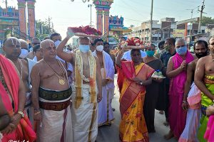 TTD PRESENTS SILK VASTRAMS TO SRI MANTRALAYA RAGHAVENDRA