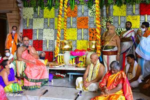 TTD PRESENTS SILK VASTRAMS TO SRI MANTRALAYA RAGHAVENDRA2