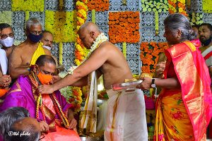 TTD PRESENTS SILK VASTRAMS TO SRI MANTRALAYA RAGHAVENDRA3