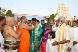 AP CM LAUNCHES KANNADA AND HINDI VERSIONS OF SVBC5