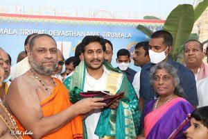 AP CM LAUNCHES KANNADA AND HINDI VERSIONS OF SVBC6